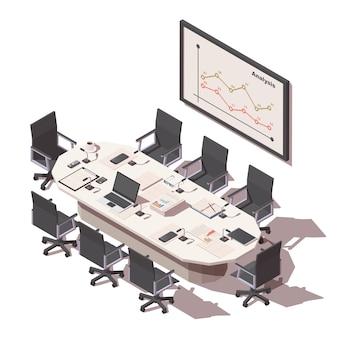 Mesa de sala de conferencias de oficina con artículos de oficina y pantalla de proyección
