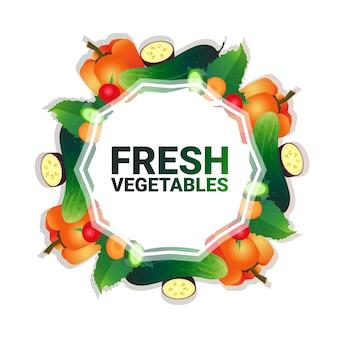 Mezcle el espacio de copia de círculo colorido vegetal con pimienta y pepino orgánico sobre fondo blanco patrón de estilo de vida saludable o concepto de dieta ilustración vectorial
