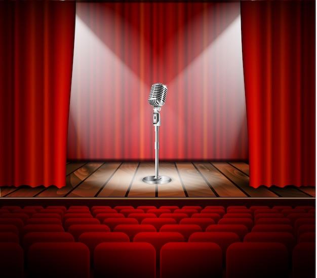Micrófono y cortina roja.