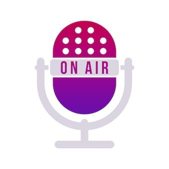 Micrófono de mesa de estudio violeta degradado con texto en el aire. icono de micrófono de radio de vector.