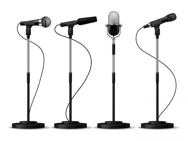 Micrófonos en soportes. micrófonos de pie, micrófono de estudio para cantar con contadores. conjunto de equipos de audio de concierto