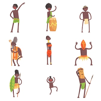 Miembros de la tribu africana bailando y haciendo rituales religiosos