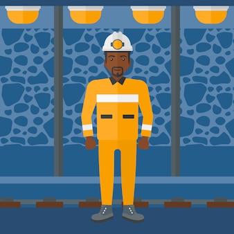 Minero confiado en casco