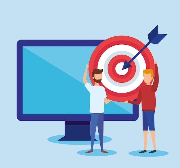 Mini personas con computadora y target