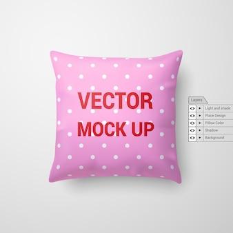 Mock up de una almohada rosa aislado sobre fondo blanco.