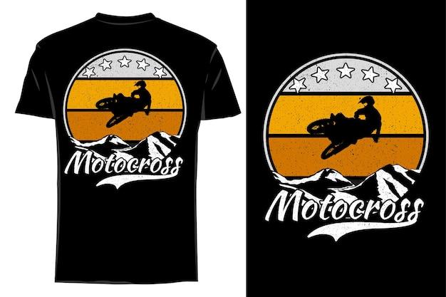 Mockup camiseta silueta motocross en montaña retro vintage