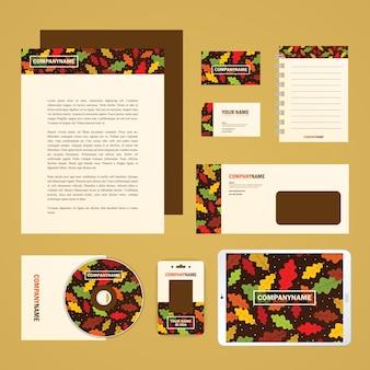 Modelo de la identidad corporativa fijó en tema del otoño. papel del asunto maqueta para su diseño de marca