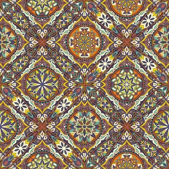 Modelo inconsútil floral étnico con elementos vintage mandala.