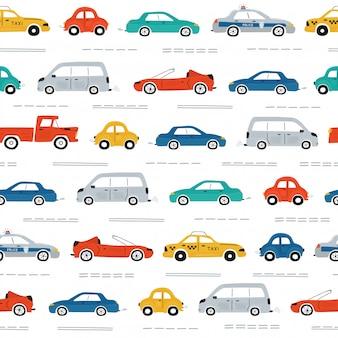 Modelo inconsútil de los niños lindos con coches, semáforos y señales de tráfico sobre un fondo blanco.