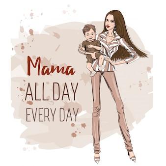 Modelo mamá con niño pequeño en la mano