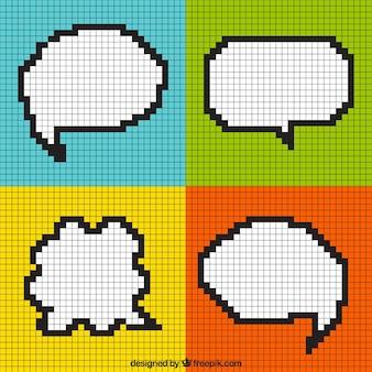 Modernos globos de diálogo pixelados en cuadros de colores