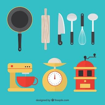 Molinillo con otros elementos de cocina