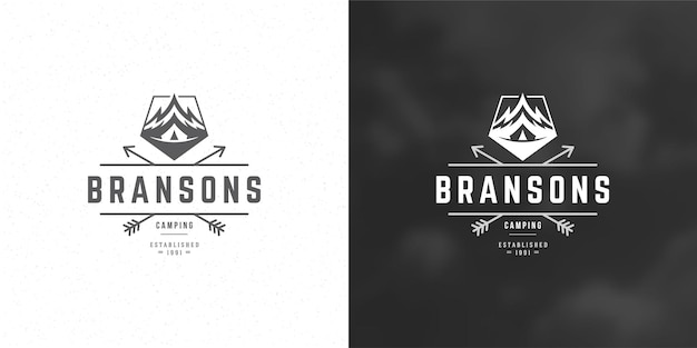 Montañas logo emblema aventura al aire libre camping vector ilustración montaña y tienda siluetas para camisa o sello de impresión. diseño de placa de tipografía vintage.