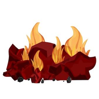 Montón de carbón de leña ardiendo en llamas aislado sobre fondo blanco.
