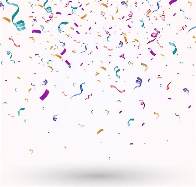 Un montón de coloridos pequeños confeti y cintas. evento festivo y fiesta.
