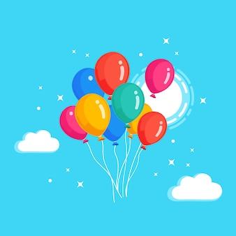 Montón de globo de helio, bolas de aire volando en el cielo con nubes. feliz cumpleaños, concepto de vacaciones. decoración de fiesta.
