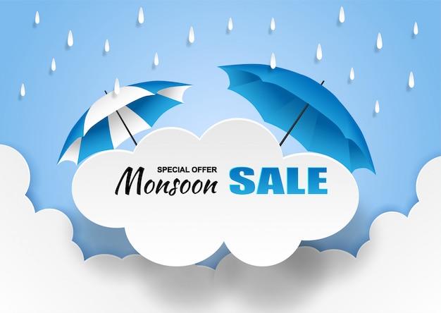 Monzón, banner de venta de temporada de lluvias. nube de lluvia y paraguas en el cielo azul.