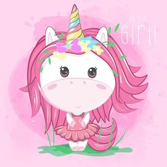 Muchacha linda del unicornio en fondo rosado