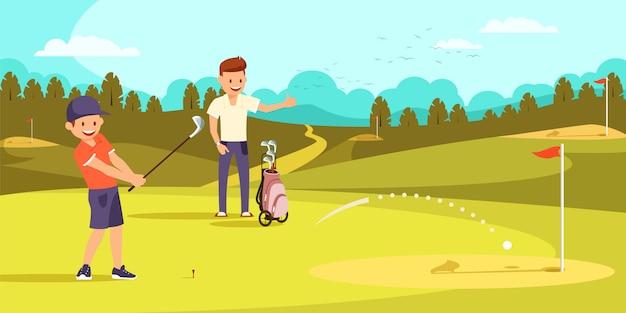 Muchacho alegre que golpea la bola con los clubs de golf en el agujero.