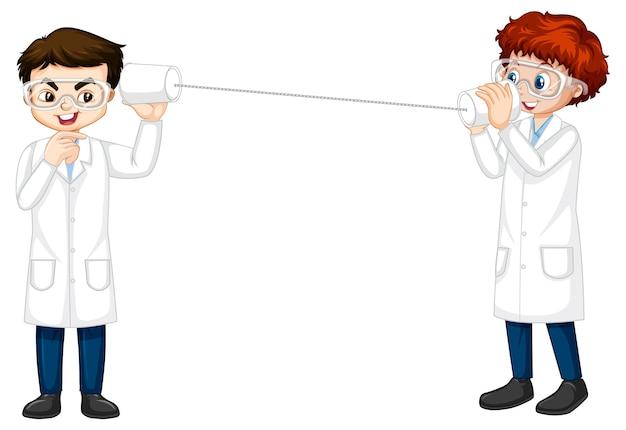 Muchacho científico dos haciendo experimento de teléfono de cadena