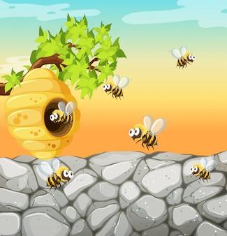 Muchas abejas que viven en la escena del jardín con panal.