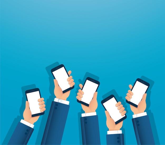 Muchas manos sosteniendo smartphone