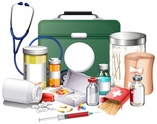 Muchos equipos médicos y medicamentos sobre fondo blanco.