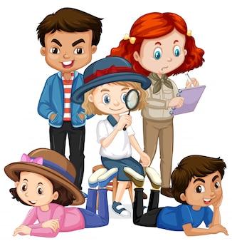 Muchos niños con disfraces diferentes
