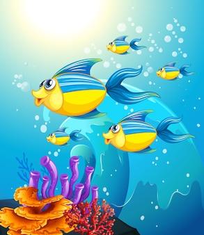 Muchos personajes de dibujos animados de peces exóticos en el fondo submarino