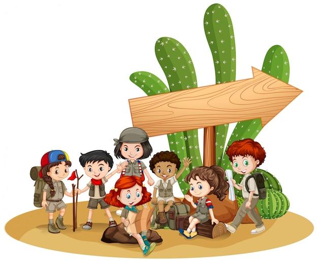 Muestra en blanco con niños y cactus