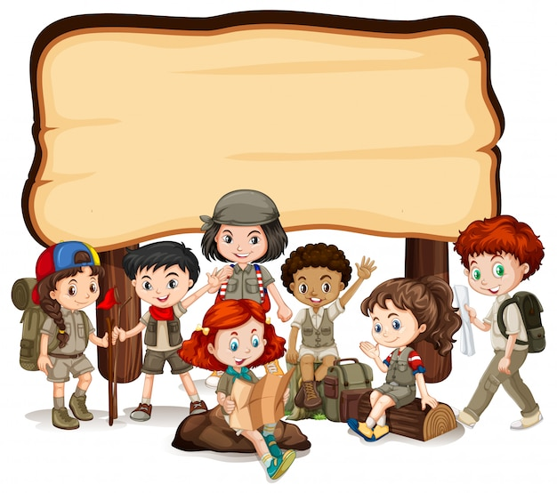 Muestra en blanco con niños y letrero de madera
