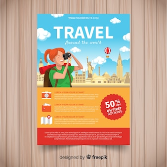 Muestra folleto viajes turista haciendo una foto