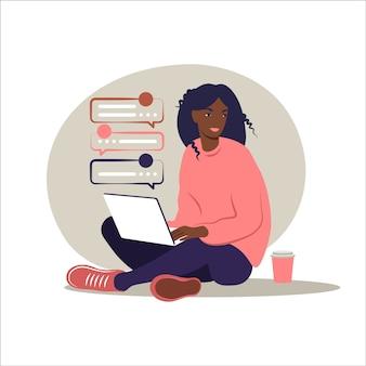Mujer africana sentada con portátil. ilustración de concepto para trabajar, estudiar, educación, trabajar desde casa, estilo de vida saludable.