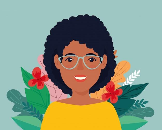 Mujer afro con anteojos y hojas tropicales