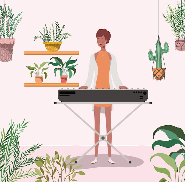 Mujer afro jugando personaje de piano