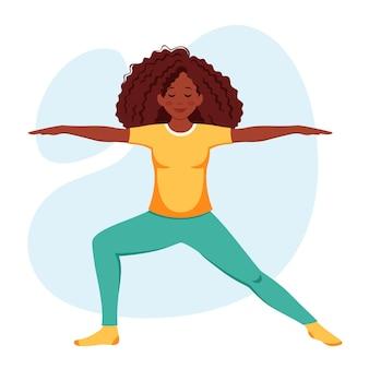Mujer afroamericana practicando yoga estilo de vida saludable relajarse meditación