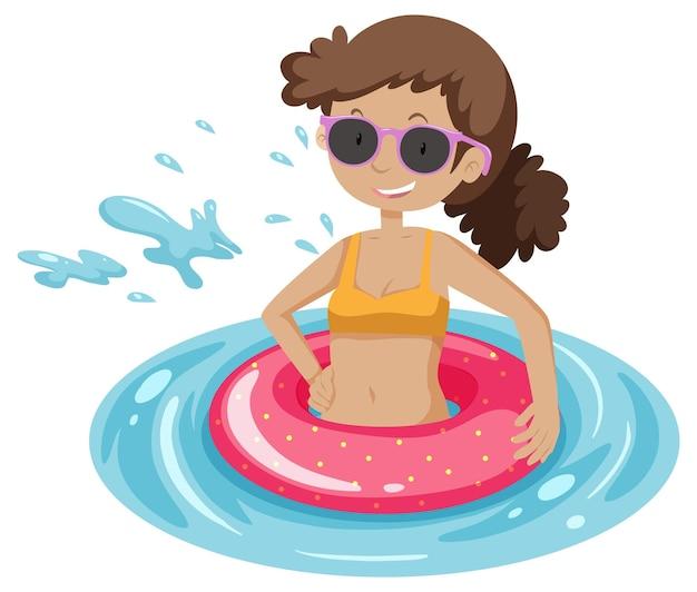 Una mujer con anillo de natación rosa en el agua aislado