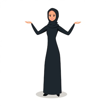 Mujer árabe con hijab presentando algo con dos manos.