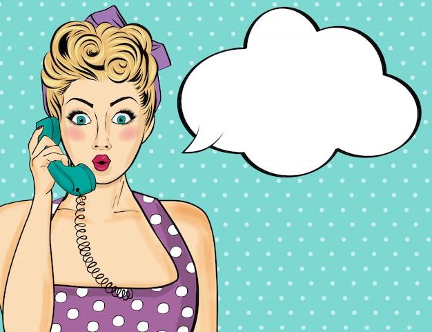 Mujer de arte pop hablando por teléfono retro