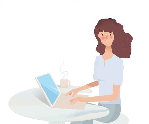 Mujer asiática joven que trabaja en la computadora portátil. tecnología de comunicación en redes sociales.