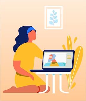 Mujer bonita hablando con un pariente viejo a través de una computadora portátil