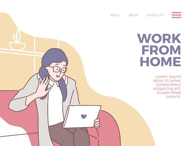 La mujer de cabello púrpura hace una reunión social a través de una cámara web como teleconferencia con una tableta móvil