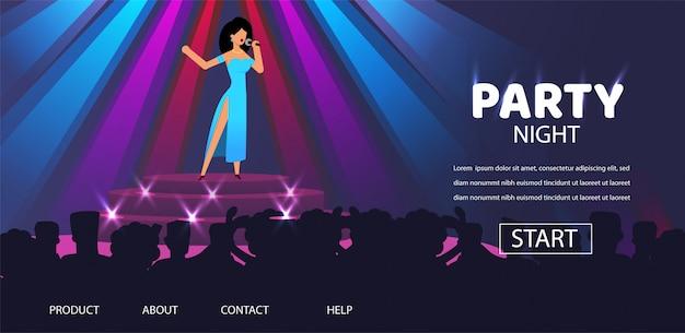 Mujer cantante perfomance en la fiesta del club nocturno de la etapa