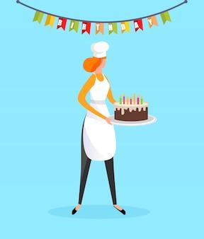 Mujer cocinera en delantal con pastel de cumpleaños en las manos
