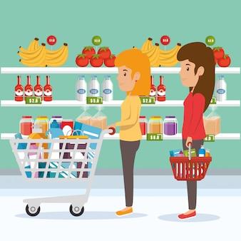 Mujer con comestibles de supermercado