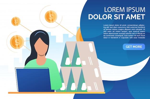 Mujer construyendo página web de casa de tarjeta de crédito