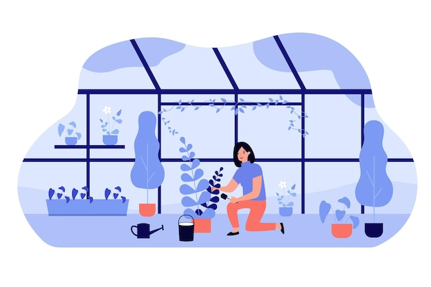Mujer cultivando plantas en macetas en invernadero