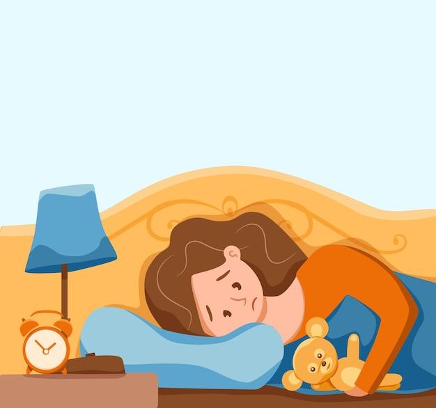 Mujer despierta soñolienta en la cama sufre de insomnio