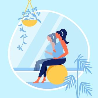 Mujer embarazada sentada en bola de fitness cerca de espejo