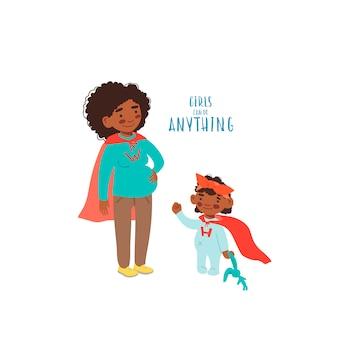 Mujer embarazada con su hija lleva trajes de superhéroe